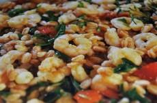 Insalata di ortaggi con gamberetti