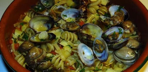 Ricciolini con gamberetti vongole e carciofi