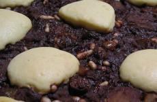 Torta di pasta sfoglia con crema al cioccolato e mele